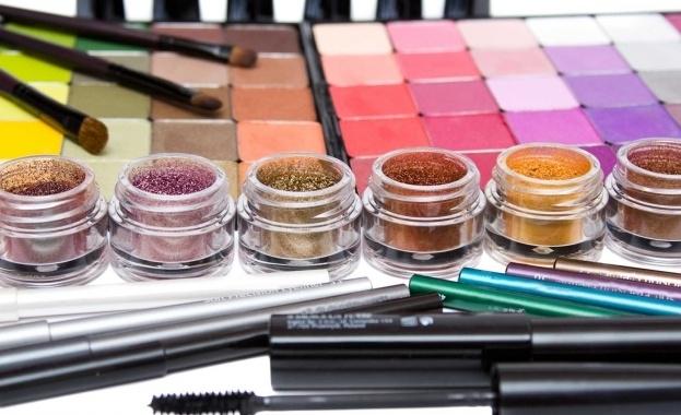 Нови измами с фалшива козметика в интернет, отчитат контролните органи.