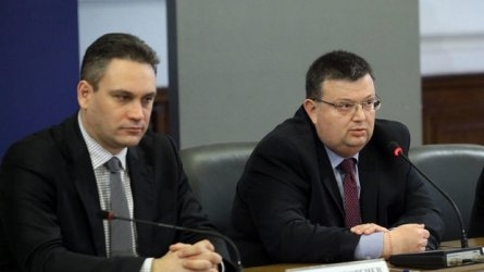 Главният прокурор Сотир Цацаров и ръководителят на новосъздадената от управляващите