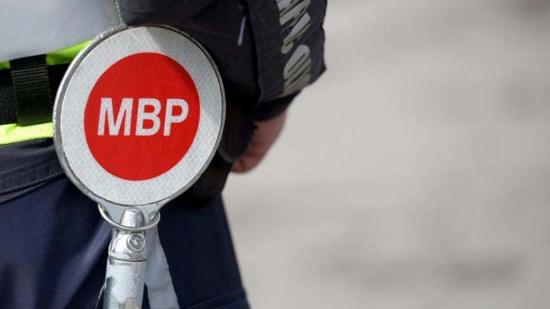 Мъж без книжка е заловен да кара кола с изтекли