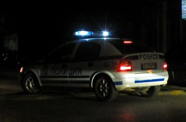 Полицията е заловила трима тийнейджъри в кръчма посред нощ и