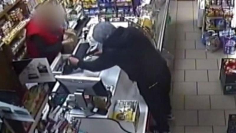 Младеж е арестуван за това, че обрал два пъти магазин