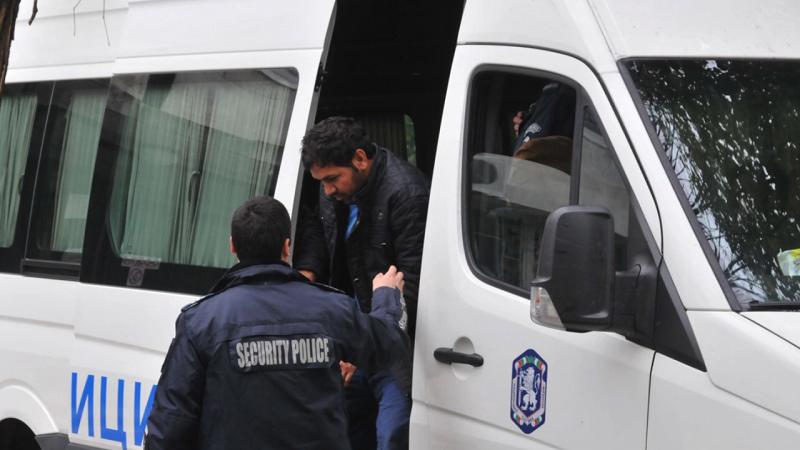 Двама мигрантиотСирияса задържани нажп гарата в Исперих, съобщиха от Областната