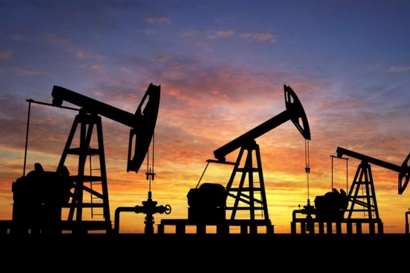 Цените на двата основни сорта петрол в петък сутринта се