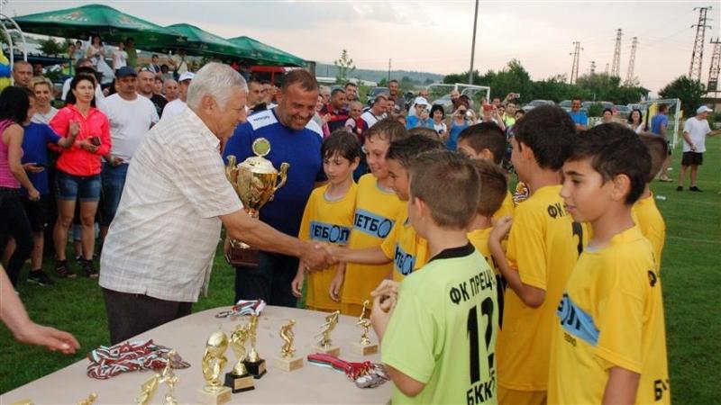 """Прециз""/Монтана/ и ""Ботев"" /Враца/ спечелиха турнира за деца по футбол"