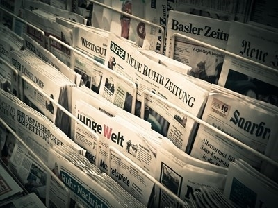"""Изправена пред """"фалшивите новини"""" и кризата в доверието, която подкопава"""