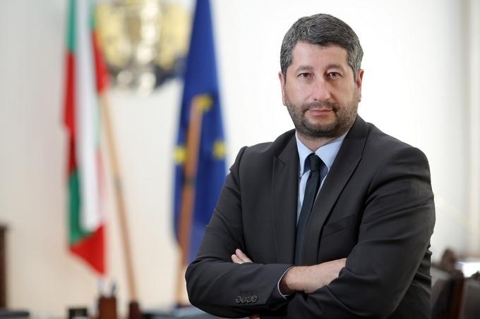 """Демократична България"""" поиска оставките на всички депутати, а конкретният повод"""