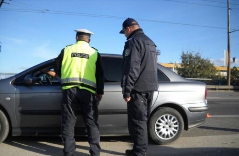 Хванаха млад мъж с нередовна кола в Мездра, съобщиха от