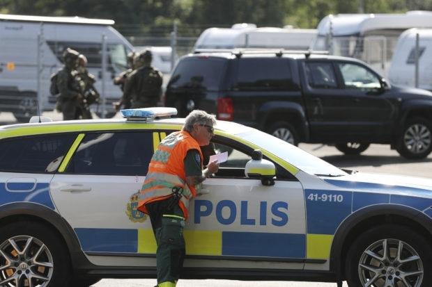 Двама надзиратели от шведски затвор бяха държани като заложници в