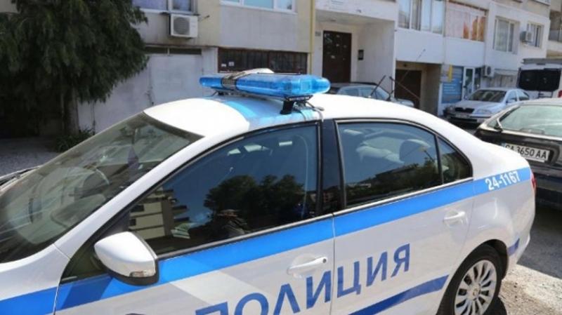 Полицията разследва случай, при който с нож е ранено 15-годишно