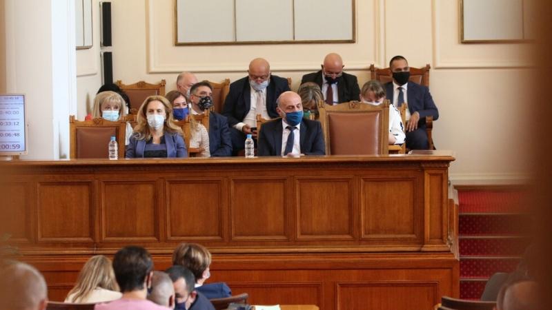 Правителството на Бойко Борисов в неговия трети състав отново оцеля