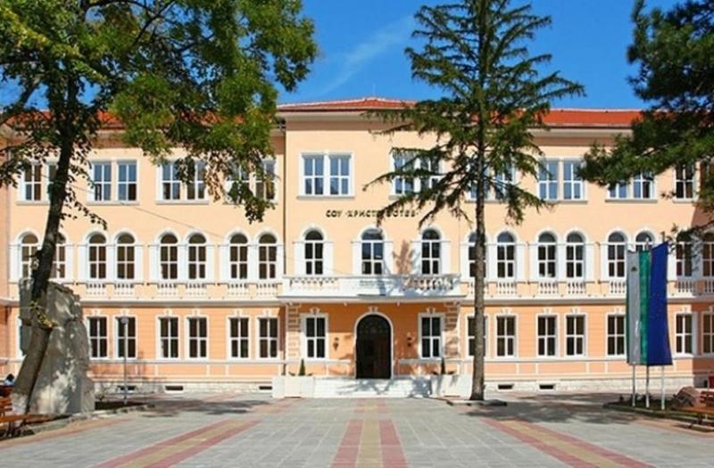 "Момиче е починало във СУ ""Христо Ботев"" във Враца."