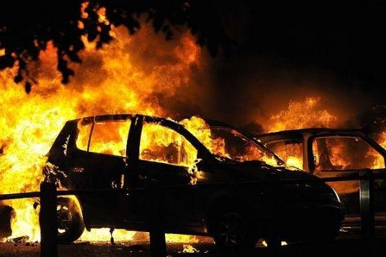 Два леки автомобила са били подпалени умишлено тази нощ във