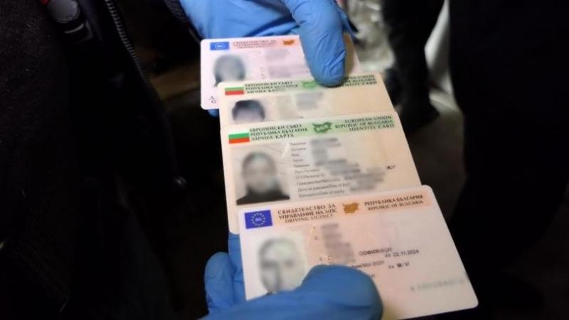 Полицията задържа 70-годишен, търгувал с фалшиви документи в София, съобщиха
