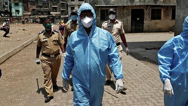 Епидемията от новия коронавирус в Индия изглежда проявява признаци на