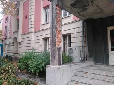 Местната власт монтира климатици по сградата на видинския театър, който