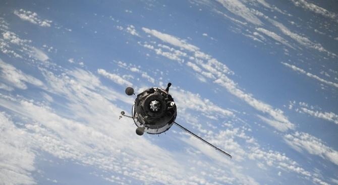 Китай планира да изведе в околоземна орбита голяма група от