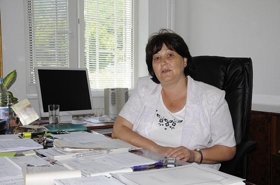 Помощ! Спешното във Враца се превърна в чакалня, болни падат пред заключената врата
