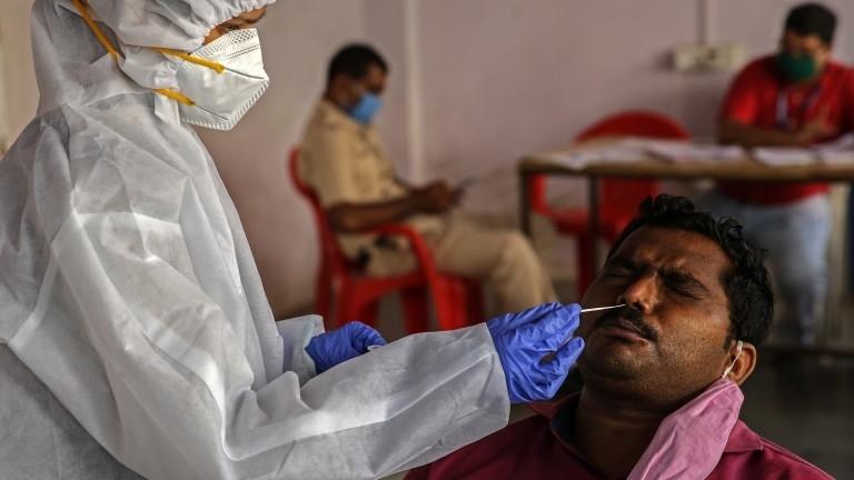 Индия потвърди, че броят на заразените с коронавирус в страната