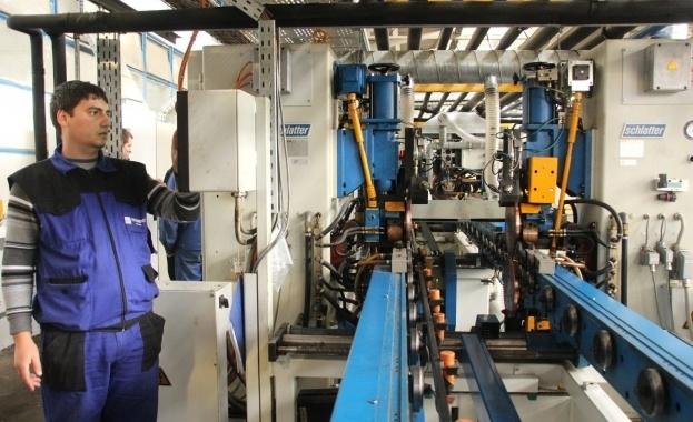 Най-много българи работят в преработващата промишленост