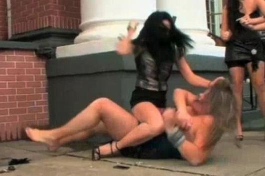 Снимка: Женски бой след закана за убийство вдигна на крак ченгетата