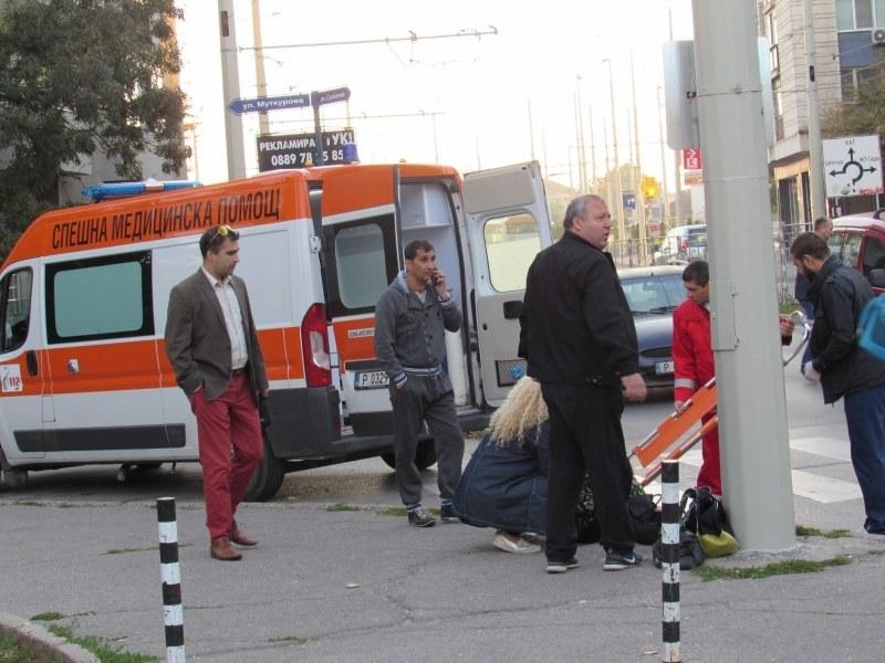 Работничка блъсна с кола своя колежка на тротоар в Смолян,