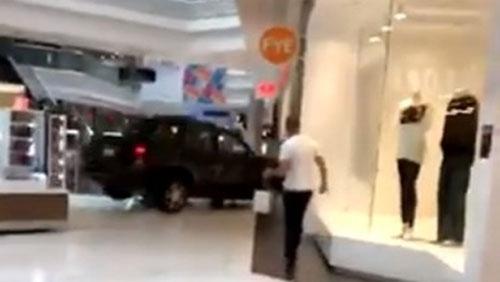 Шофьор на джип влетя в един от най-посещаваните от българи