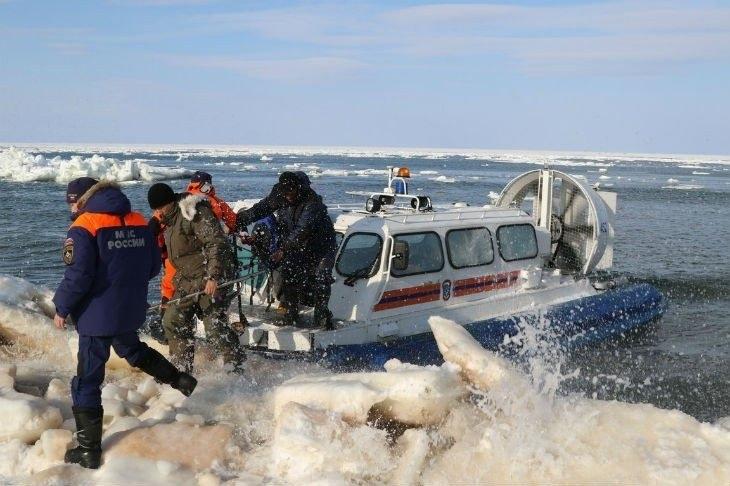Спасители са приключили тази нощ евакуацията на всички рибари, озовали