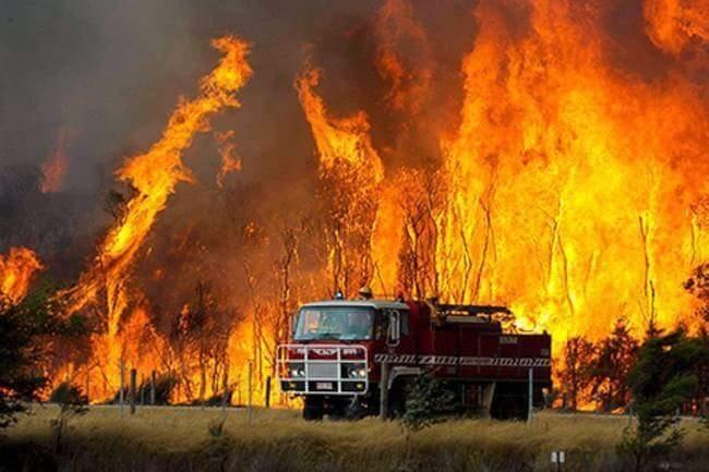 Десетки пожари бушуват в Гърция