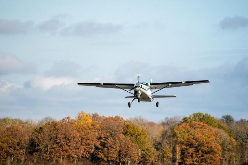 Няколко души бяха ранени при катастрофа на лек едномоторен самолет