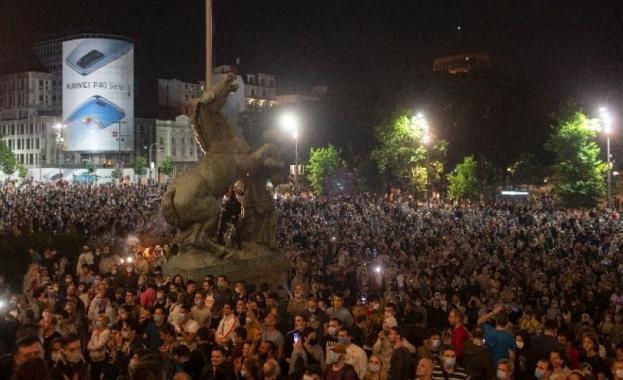Щетите, нанесени на Белград от протестиращите за четвърта поредна нощ,