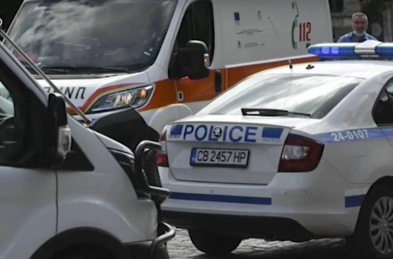 Млад мъж пострадапред погледите на десетки пътници втролей в София,