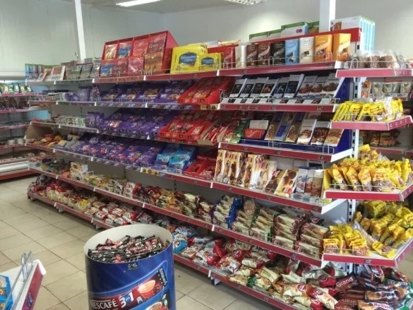 Снимка: Гладни хлапета задигнаха храна от магазин във Враца