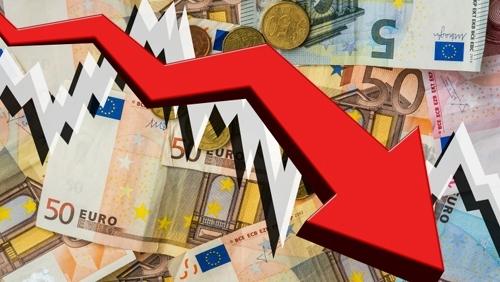 Доларът се търгува във вторник без значима динамика, но все