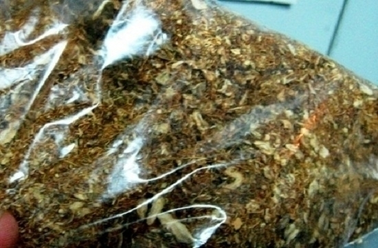 Два пакета с общо около 400 грама нарязан тютюн без