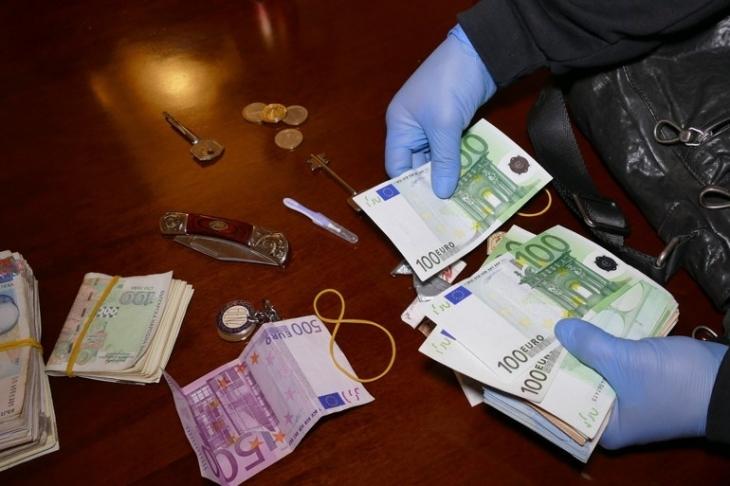 Близо 30 млн. лева са арестувани като улики по различни