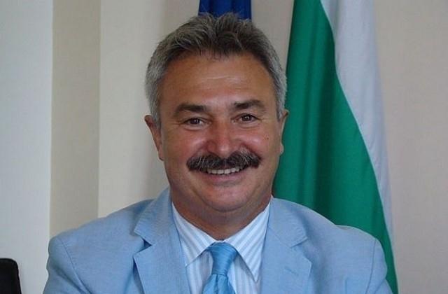Кметът Живков обяви раздаването на първите помощи за новородени деца