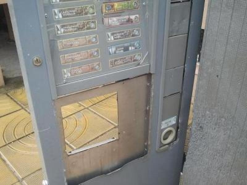Полицаи са хванали тийнейджър, разбил и обрал автомат за кафе