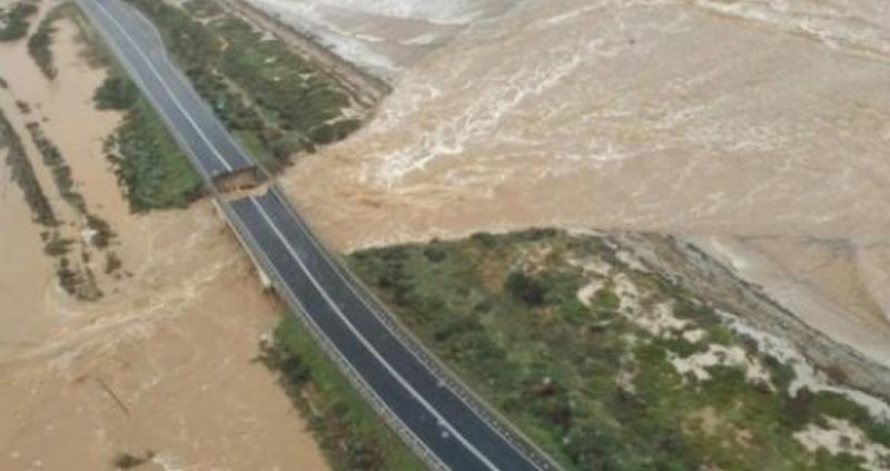 В Италия е страшно! Потоп дави хора и отнася мостове в Южна Сардиния