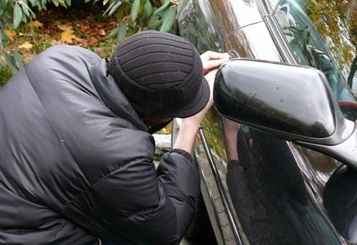 Криминално прочвени младежи потрошиха и обраха кола във Врачанско, предадоха