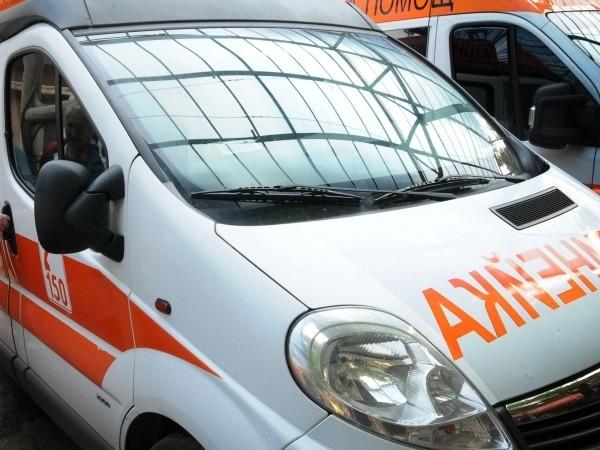 Автобус, изпълняващ редовен курс по междуселищна линия,е блъснал възрастна жена