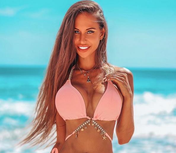 Анна Охлала е божествена красавица, подобрена от добър естетичен хирург /снимки/