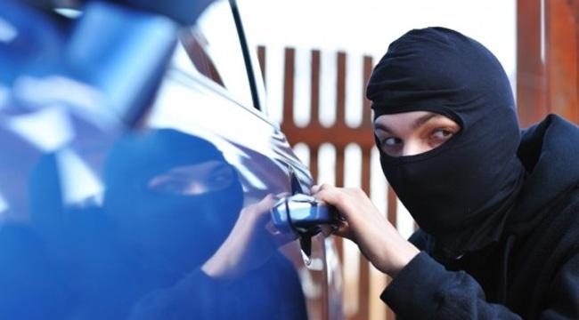 Полицаи хванали непълнолетни да крадат от коли във Враца, съобщиха
