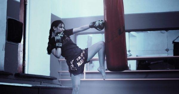 Спортните власти в Саудитска Арабиязатворихаженски фитнес център в Риядзарадирекламен видеоклип,
