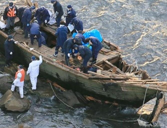 Токио експулсира днес последните двама от десетте севернокорейски корабокрушенци, изхвърлени