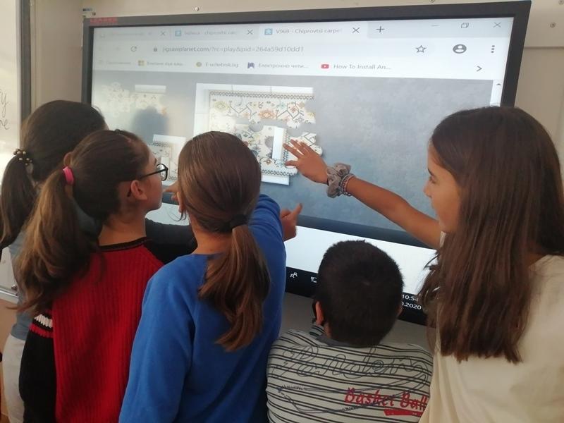 Обучение за рисуване на български шевици върху бисквити преминаха Лилия