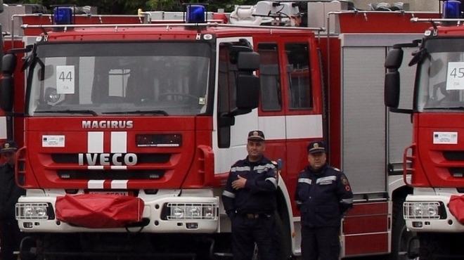 Снимка: Евакуираха цял блок в Перник заради пожар от цигара, мъж изгоря жив