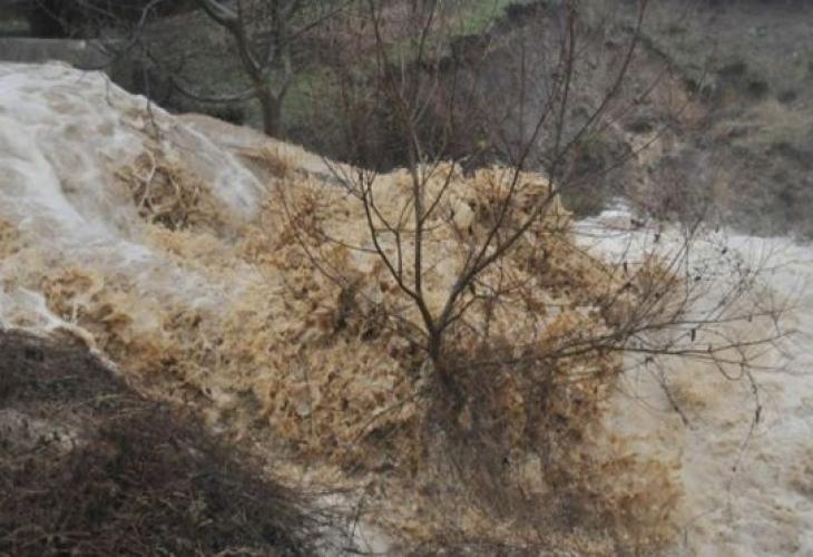 """Язовир """"Чешме дере"""" е прелял и е наводнил няколко къщи"""