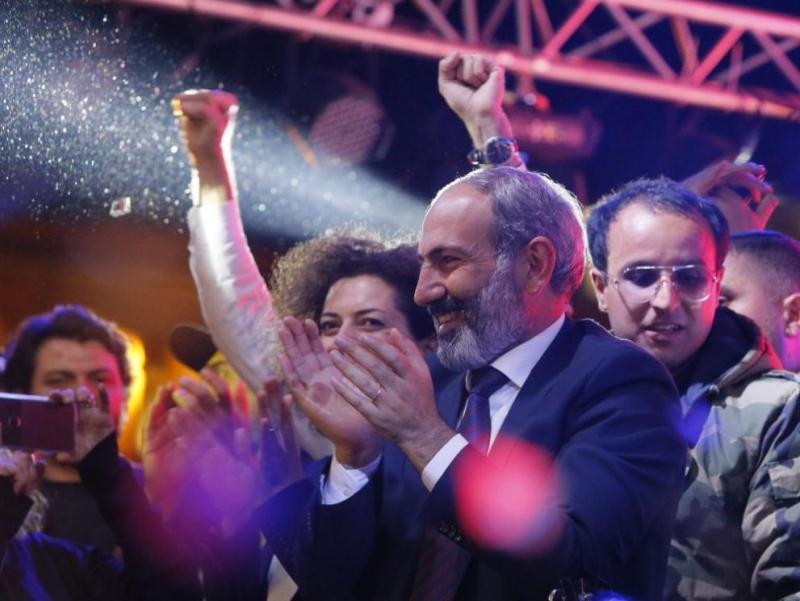 След три седмици наантиправителствени протестипарламентът наАрменияизбра лидер на опозициятаНикол Пашинянза
