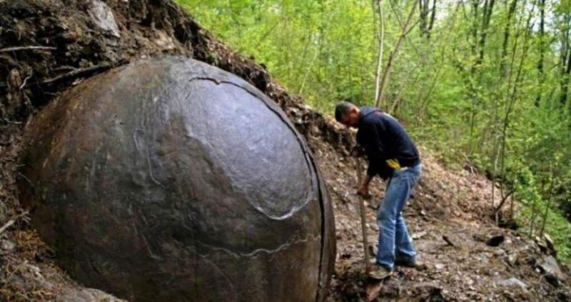 Невероятно откритие в гората на Босна! Намериха перфектна сфера