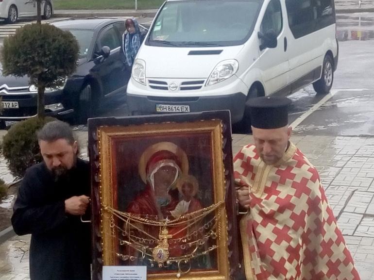 Чудотворна Богородична икона от Украйна донесоха в България. Тя е